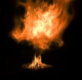 Flamme dans une nuit Images libres de droits