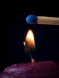 Flamme de bougie avec l'allumette Photos stock