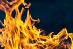 Flamme des Feuers als des Hintergrundes stockfotografie