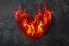 Flamme du coeur Amour réel Le coeur est sur le feu Photo stock