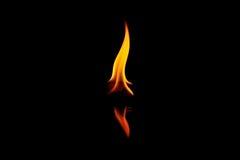 Flamme du feu sur le noir Photos libres de droits