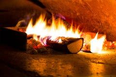 Flamme für das Kochen der Pizza Stockbilder