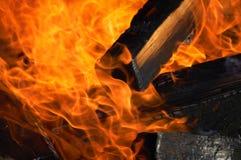Flamme-Feuer und Holz Stockfoto