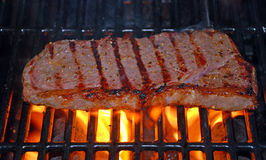 Flamme gegrilltes Steak Lizenzfreies Stockbild