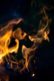 Flamme lumineuse de feu defocused image stock