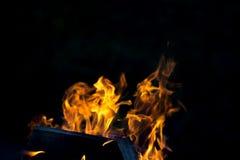 Flamme lumineuse de feu defocused photographie stock