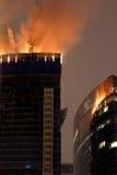 Flamme am Moskau-Stadt-Wolkenkratzer Stockbilder