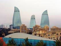 Flamme ragt Baku Azerbaijan hoch Stockfotografie