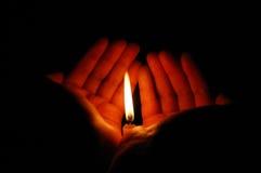 Flamme sur les paumes Image stock