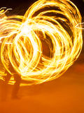 Flamme tournante d'artiste de POI Image stock