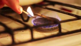 Flamme von Gasherden und von Match stock footage