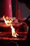 Flammen des Weihrauchs Lizenzfreie Stockfotos