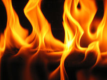 Flammen, die von einem Protokoll kommen Stockfotografie