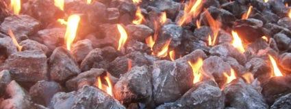 Flammes abstraites dans un puits du feu photos stock