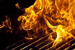 Flammes au-dessus de gril Photos libres de droits