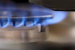 Flammes bleues d'un brûleur à gaz image libre de droits