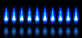 Flammes bleues d'un gaz naturel brûlant Photos libres de droits