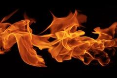 Flammes d'incendie sur le fond noir images stock