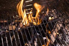 Flammes de BBQ sur Sunny Day Photographie stock libre de droits