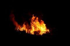 Flammes de nuit image libre de droits