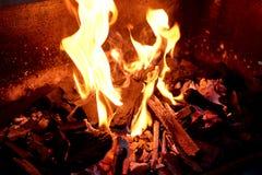 Flammes du feu de BBQ photos stock