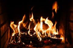 Flammes du feu sur un fond noir Le mystère du feu photo stock