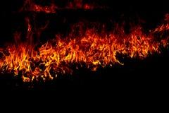 Flammes du feu sur un noir photo stock