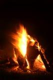 Flammes et braises 3 de feu de camp images stock