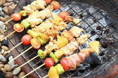 Flammes grillant le BBQ Photo stock