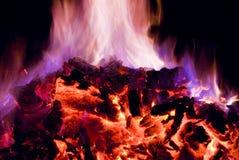 Flammes pourprées et bleues d'incendie Photos libres de droits