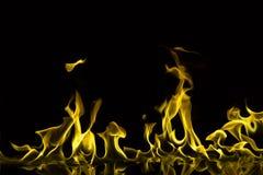 Flammes pourpres d'isolement photos stock