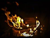 Flammor att vara på brand! arkivbild