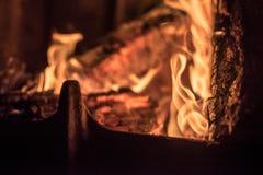 Flammor i en spis Arkivbilder