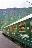 Flamsbana-Railcar sitzt in Flam-Station, Norwegen stockfotos