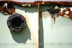 Flangia sul contenitore arrugginito Fotografia Stock Libera da Diritti