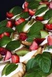 Flans deliciosos com fruta fotos de stock