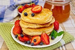 Flapjacks with strawberries and blueberries Royalty Free Stock Images