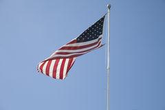 Flapping американского флага в ветре стоковое изображение rf
