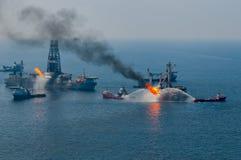 Flaque de pétrole d'eau profonde d'horizon de point d'ébullition