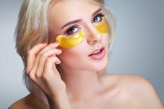 Flard onder Oog Close-up van Mooie Gelukkige Glimlachende Vrouw met M stock fotografie