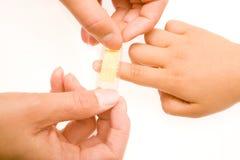 Flard op fingerPatch op fingerPatch op vinger Stock Afbeelding