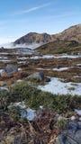 Flarden van sneeuw op rotsachtige vlakte Royalty-vrije Stock Fotografie