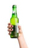 Flasche Bier in der Hand Lizenzfreies Stockfoto