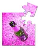 Flasche Bier stillstehend aus den Grund - Konzeptbild in der Puzzleform lizenzfreies stockfoto