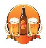 Flasche Bier zwei Gläser Stockfotografie