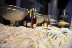 Flasche Champagner im Eimer Eis stockfotografie