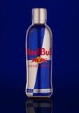 Flasche des Red Bull-Energie-Getränks Lizenzfreies Stockfoto