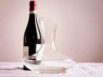 Flasche des Weins und des Dekantiergefäßes Lizenzfreies Stockfoto