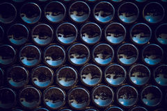 Flasche erreicht Hintergrund einen Tiefstand Stockbilder
