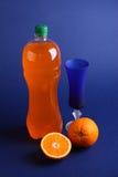 Flasche frischer Orangensaft Lizenzfreie Stockfotografie